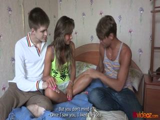 Мужик ебет молодую девушку в жопу на кастинге