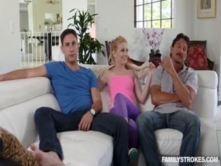 Молодая жена изменяет своему любимому с молодым любовником в тайне от него дома на диване
