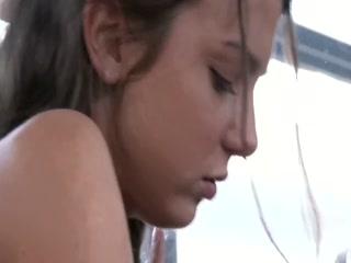 Девушка отдалась водителю автобуса за деньги, отсосав ему хуй на остановке  онлайн