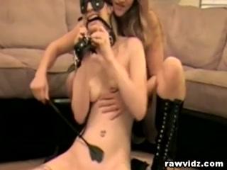 Лесбиянка ебет подругу в пизду и жопу