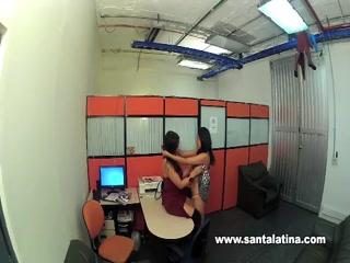 Секс порно видео молодых русских студентки и ее подруги-брюнетке в офисе у директора