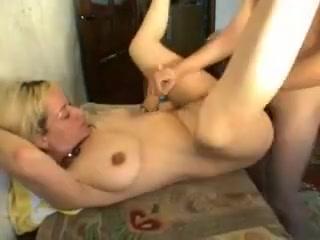Секс с блондинкой-мамашей в чулках