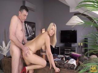 Смотреть порно видео с блондинкой анальной еблей